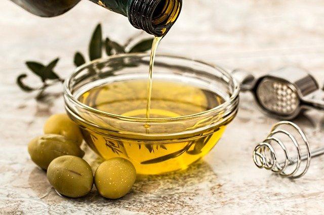 maslinovo-maslo-ostetena-kosa